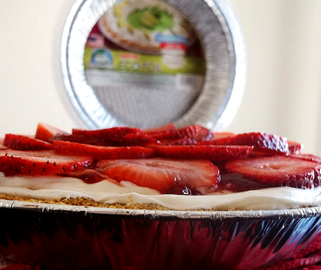Handi-Foil Pie Pan and Lid Sets Strawberry Cream Pie