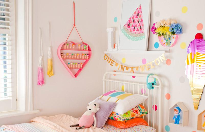 Vista geral do quarto de criança mais colorido que você já viu!