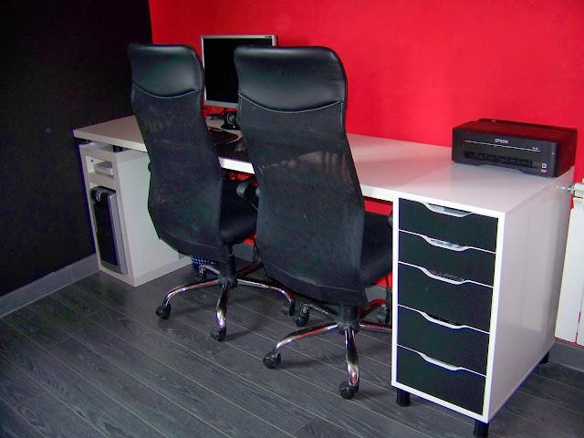 Una mesa de trabajo que aprovecha el espacio útil. Aprende cómo construirla con Piratas de Ikea. Soluciones económicas y prácticas.