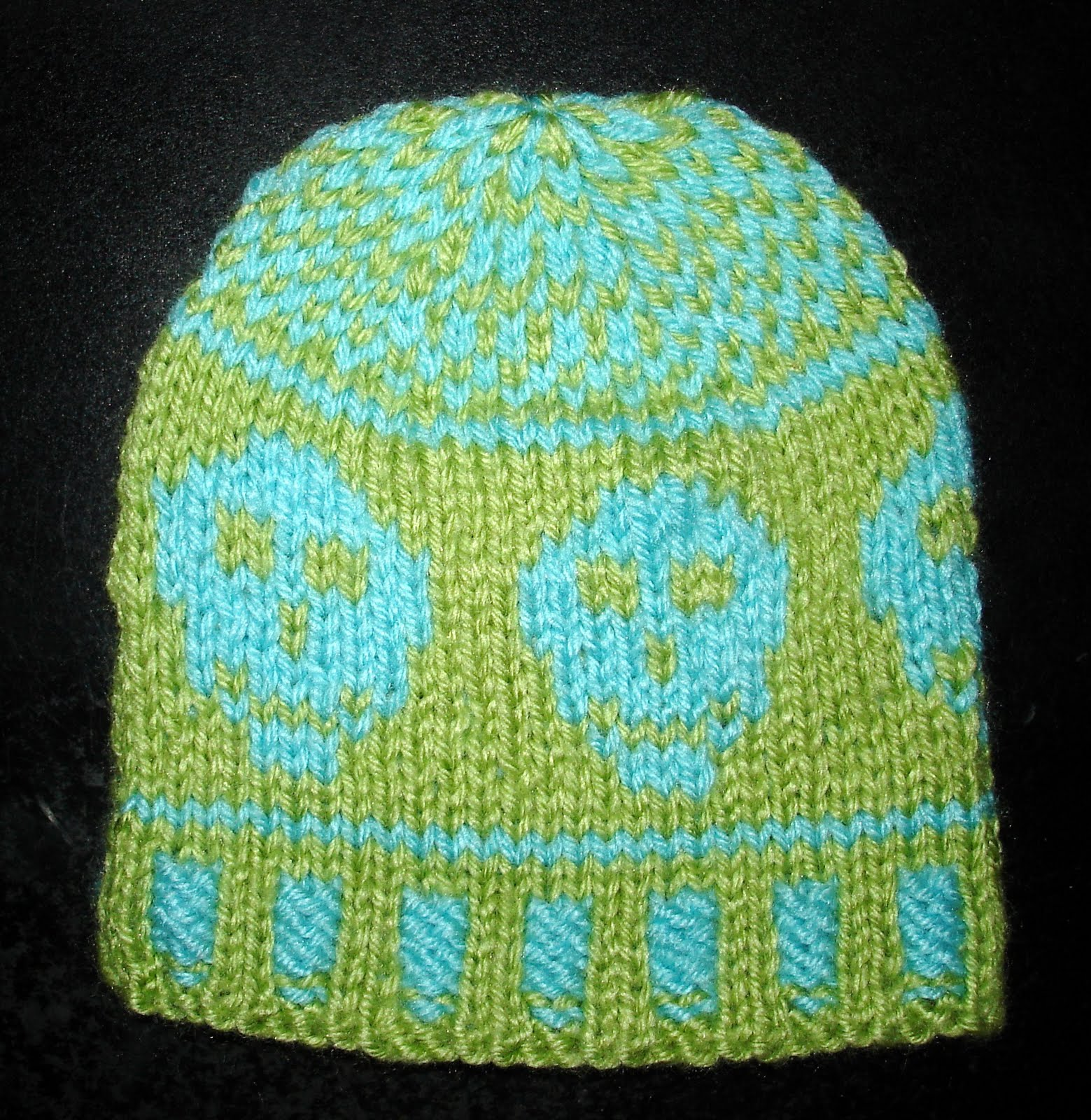 Knitted Skull Hat Pattern : SmoothFox Crochet and Knit: SmoothFoxs Happy Skull Hat for Little Pirate...