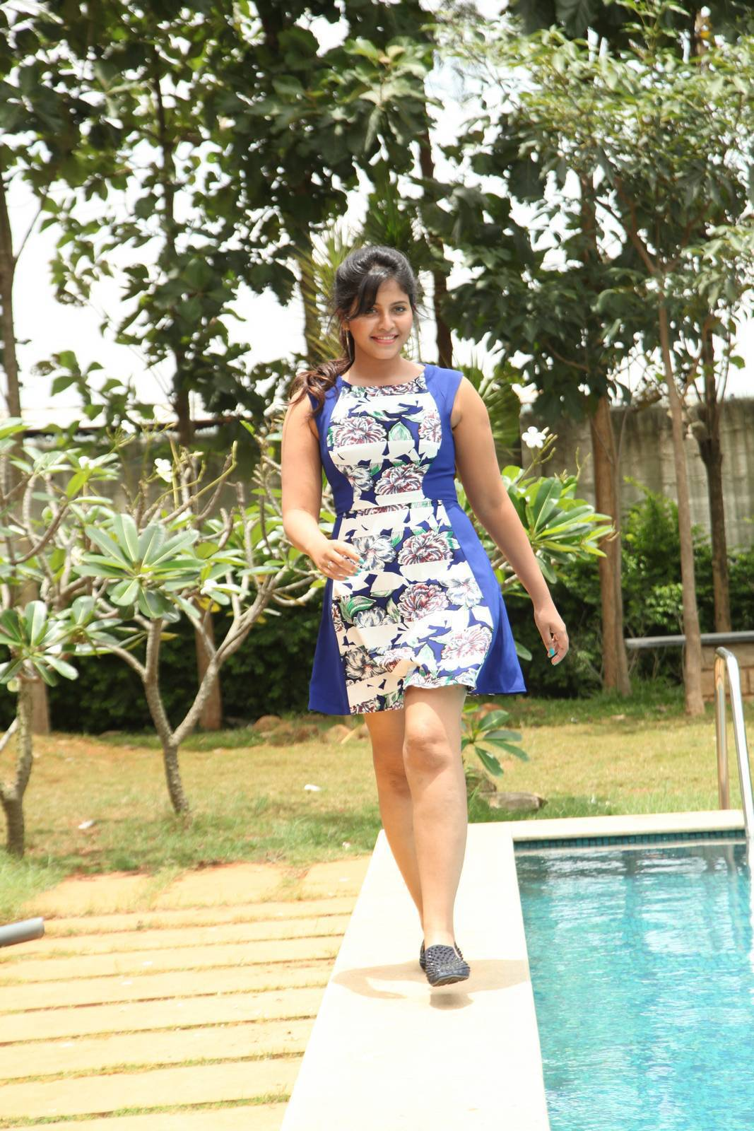 Actress Anjali Latest Cute Hot Mini Skirt Dress Spicy Thighs Show Photos Gallery From Chitrangada Telugu Movie