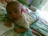 Bayi usia 2 bulan sudah bisa tengkurap