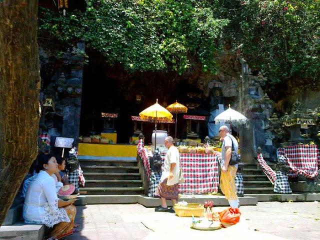 Goa Lawah ( bats cave ) is things to do in Bali 13b