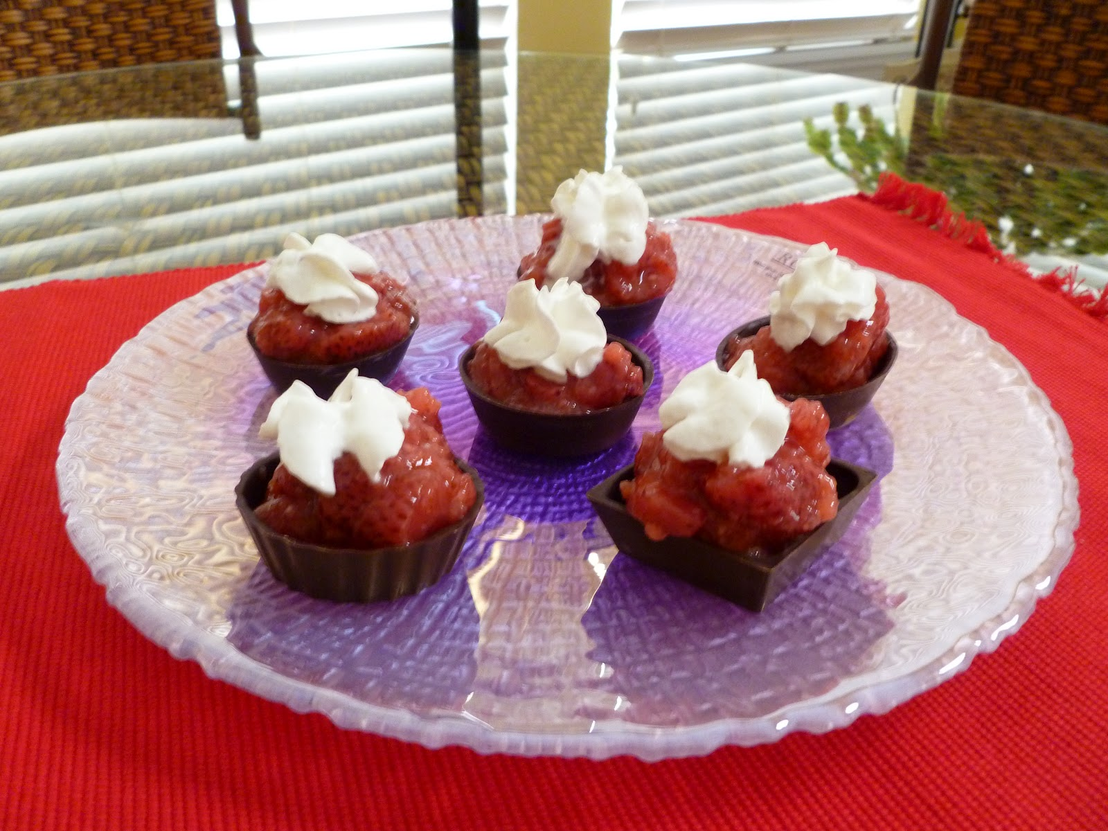 i like to bake and cook a quick and easy snack or dessert mini chocolate cups with strawberries. Black Bedroom Furniture Sets. Home Design Ideas