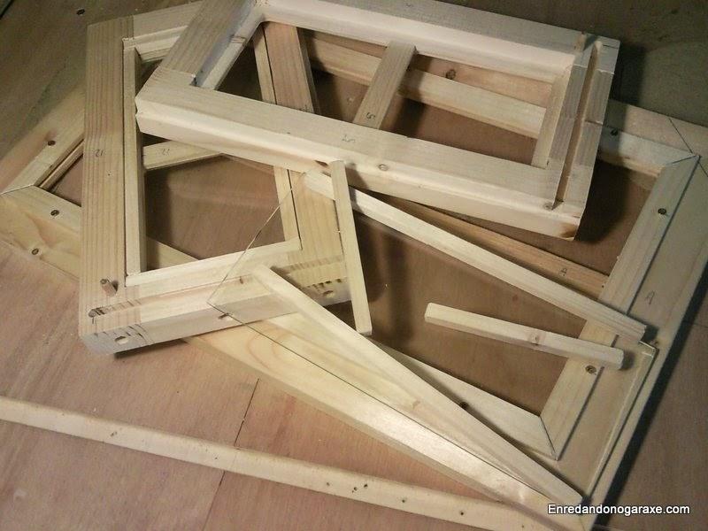 Instalando los cristales en la ventana y los laterales. Enredandonogaraxe.com