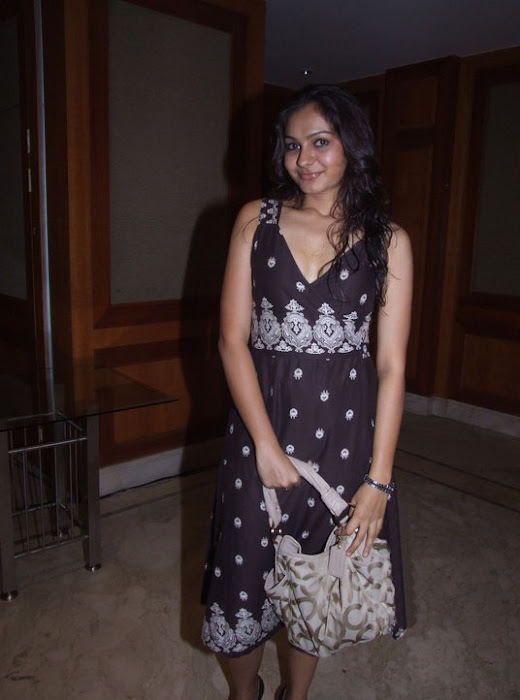 andrea jeremiah sizzling unseen pics