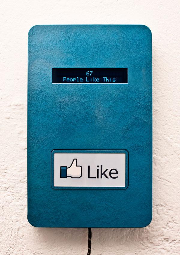 """El Botón de """"Me Gusta"""" del Facebook en la vida real"""