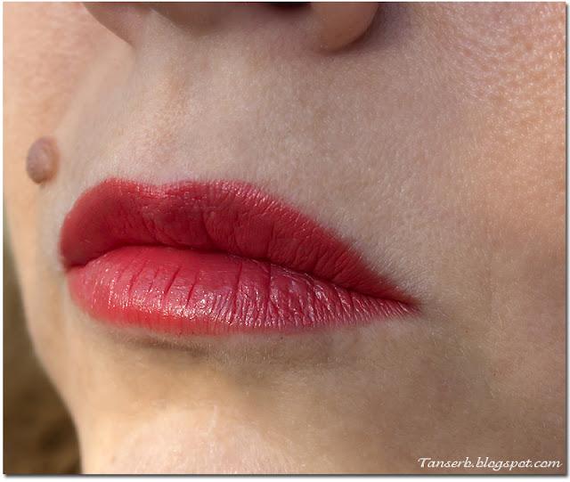 """Помада Bourjois Rouge edition 12 heures № 29 """"Cerise Sur Le Lipstick"""""""