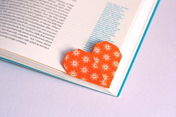 すべての折り紙 折り紙 プレゼント 折り方 : Origami Heart Bookmark