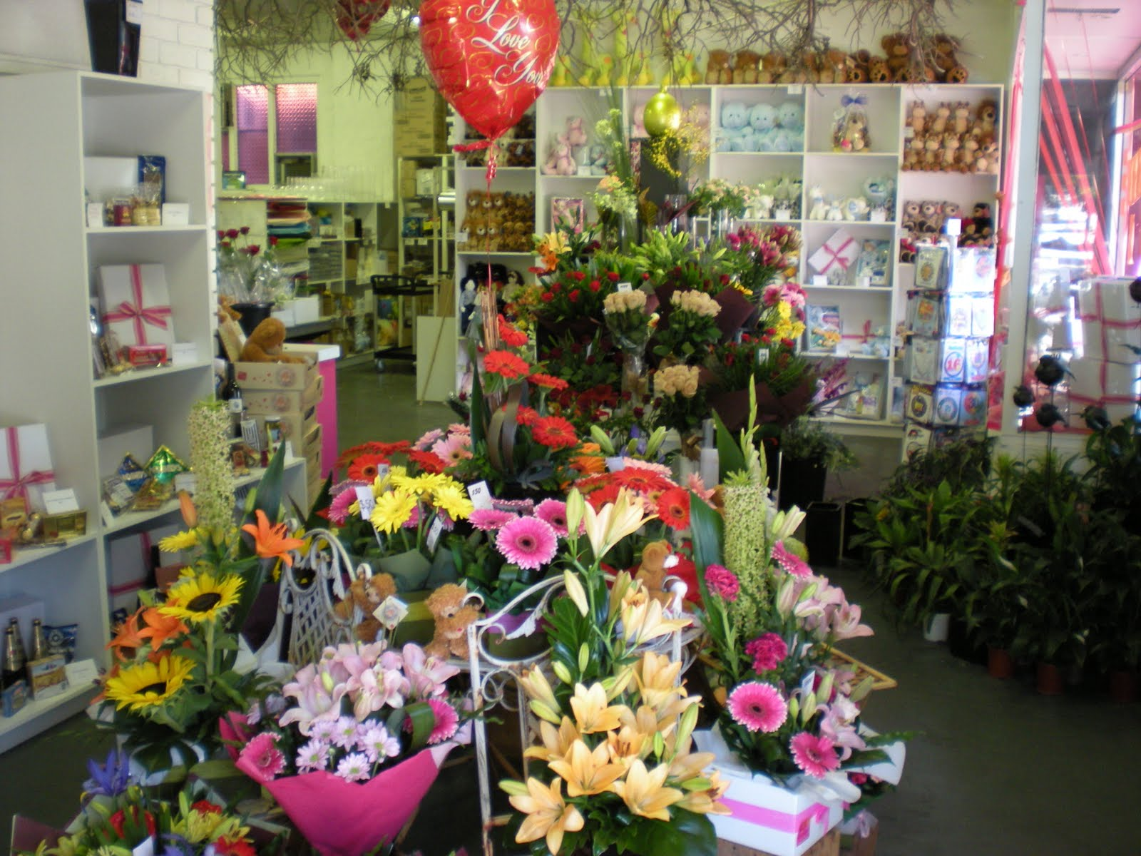 St Anne's Florist and Gift Baskets deliver daily over Perth Western Australia, Western Australia country, interstate including capital cities Sydney, ...