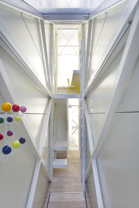Picture of narrow entrance hallway in the world's narrowest house