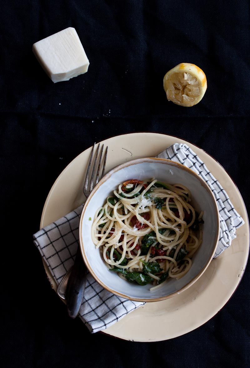 Spaghetti with Spinach, Garlic,Lemon and sun dried Tomato