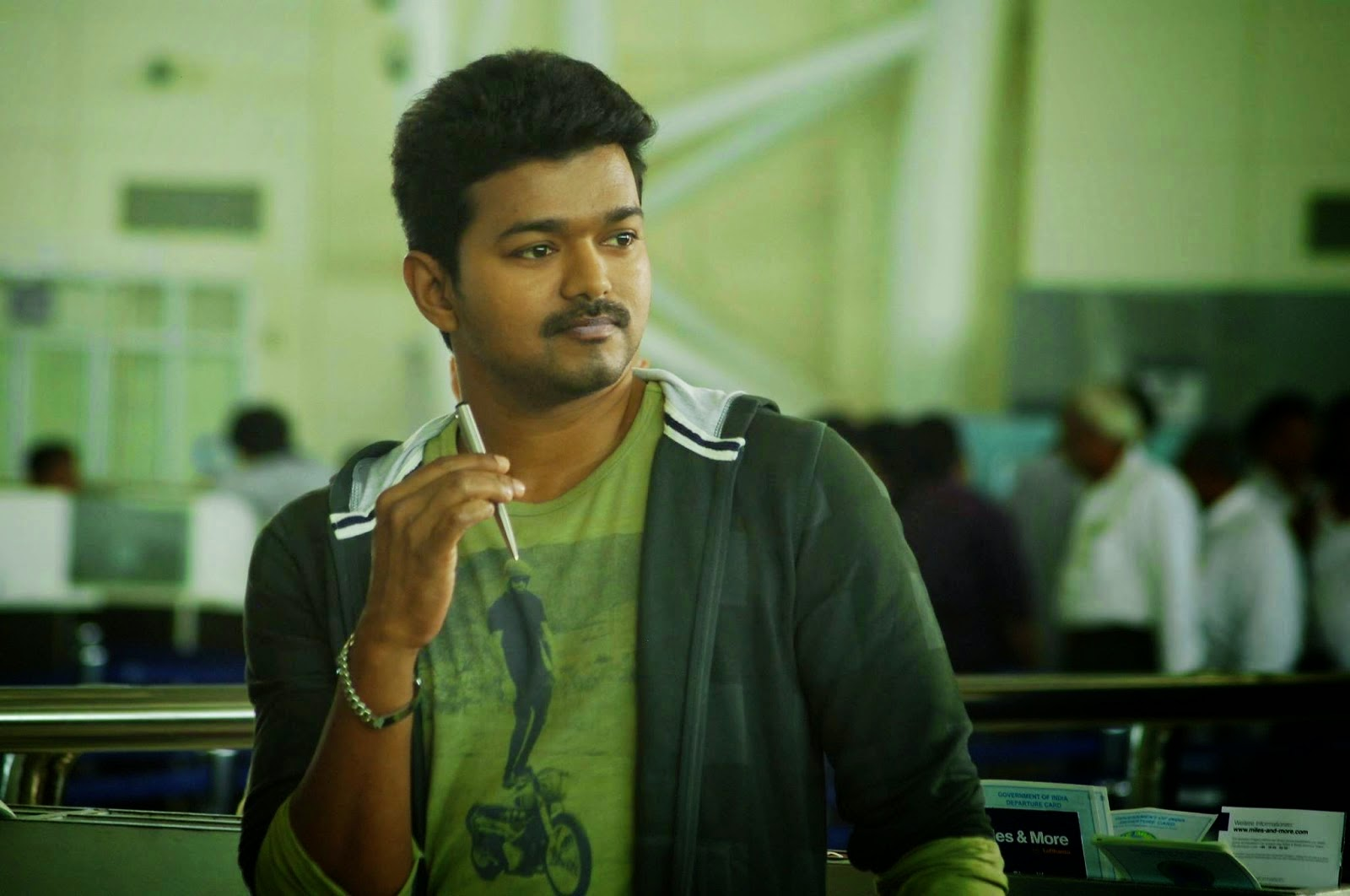 KATHTHI VIJAY MASS HD IMAGES Tamil Movie Stills  - vijay samantha in kaththi wallpapers
