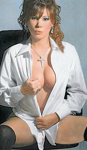 Jaquelin Dutrá, la abuela más sexy del mundo. Relacionada con el mundo del fútbol, exuberante, sexy, morbosa, cuarentona... Chicas guapas 1x2