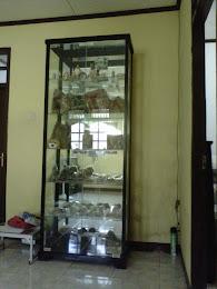 lemari pajangan