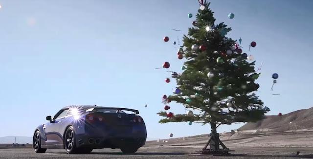 クリスマスツリーの片付けは日産GT-Rで。日産USAがユニークなCMを公開。