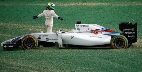 Felipe Massa reclama do piloto japonês