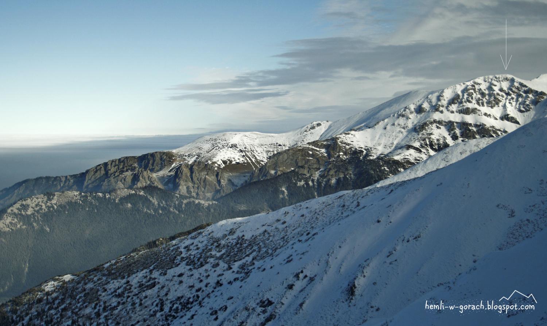Widok na Ciemniak z Pyszniańskiej Przełęczy