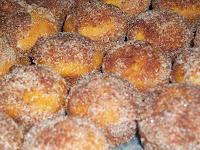 http://karissawagner.blogspot.com/2013/10/pumpkin-donut-holes-muffins.html