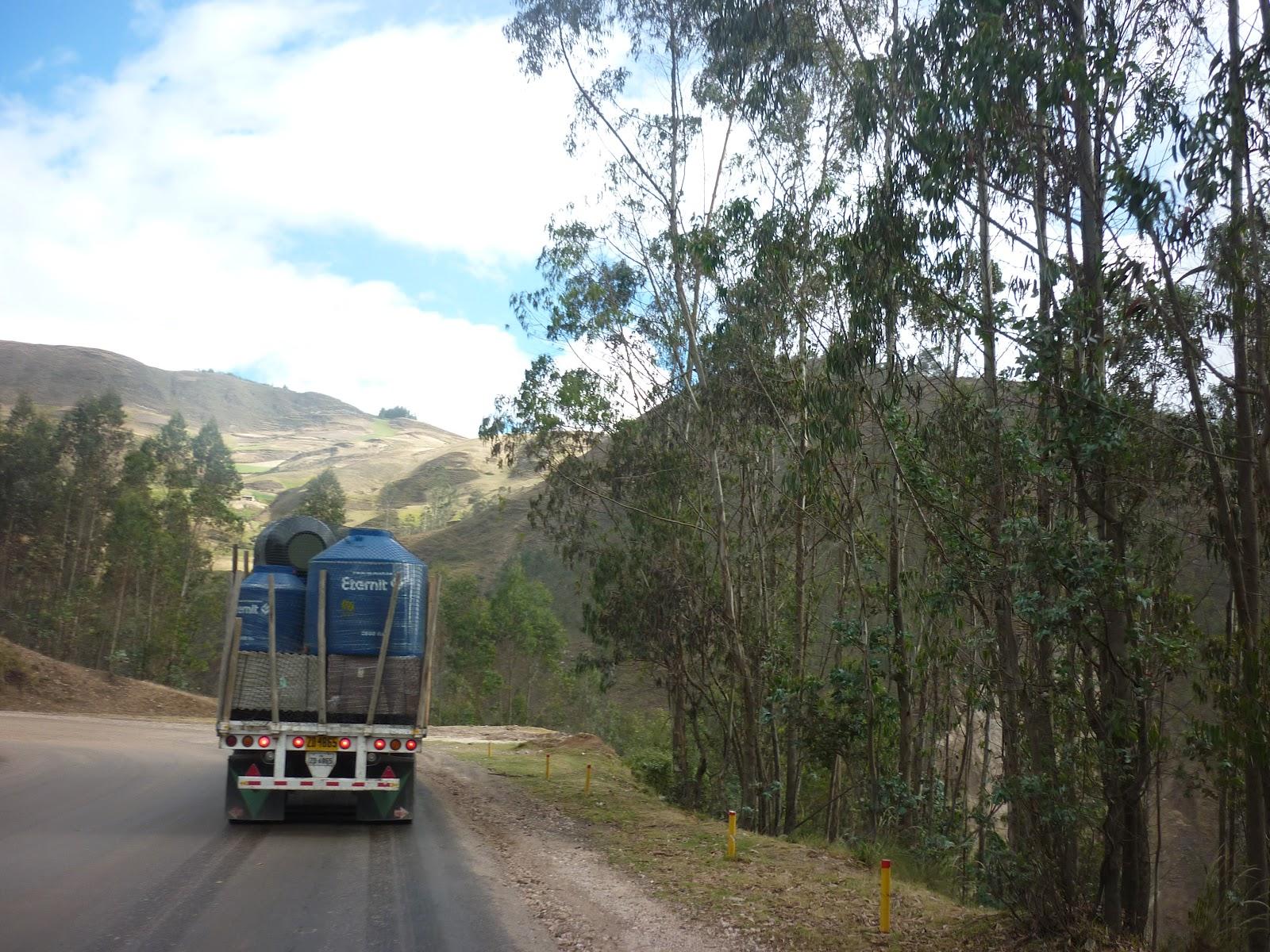 Imagenes cajamarca transportando tanques de agua eternit for Tanques de agua eternit