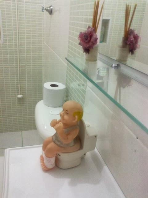 decoracao banheiro velho : decoracao banheiro velho:Velho cagão, gente ele é hilario ele faz até os barulhinhos do