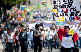 Il Venezuela mangia dalla spazzatura per colpa di Maduro