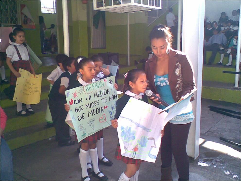 con un pasacalle y pancartas alusivas a la lucha contra el dengue
