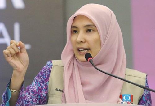 Sebab dan punca Nurul Izzah dilarang masuk Sarawak Sabah, pertemuan Nurul Izzah dengan Jacel Kiram, anak Jamalul Kiram (Sultan Sulu) penceroboh Lahad Datu, Nurul Izzah Anwar bersikap tidak patriotik dan tidak sensitif