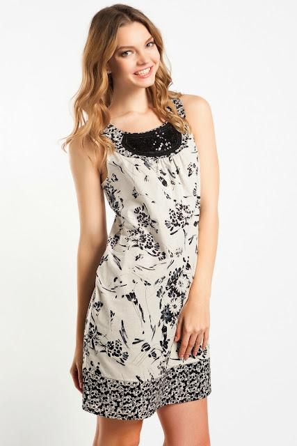 çiçek desenli beyaz elbise, kısa koton