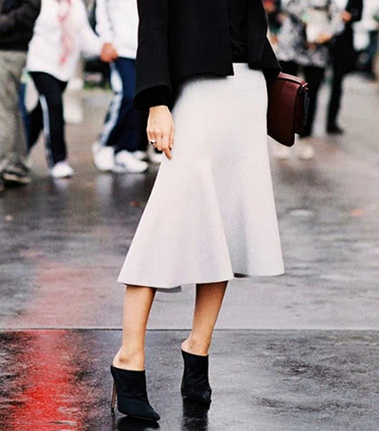 Vanessa Traina, Style Icon, Street Style, Céline midi skirt, Alexander Wang pointy toe mules