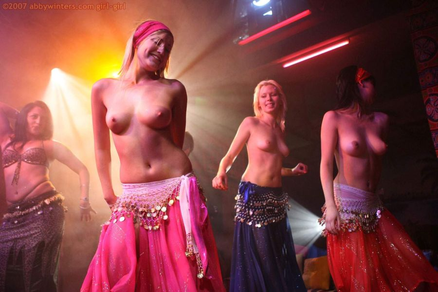 фото эротика девушки танцуют