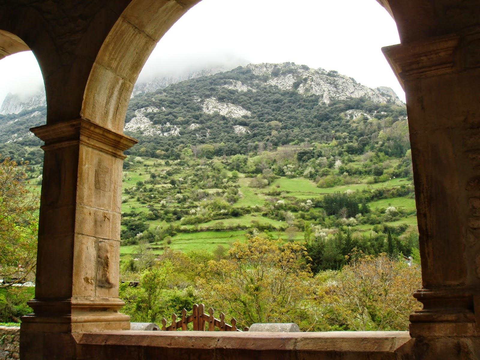 Parque Nacional Picos de Europa desde Santa María de Lebeña