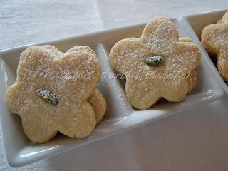biscottini di farina di riso, pistacchio e cardamomo