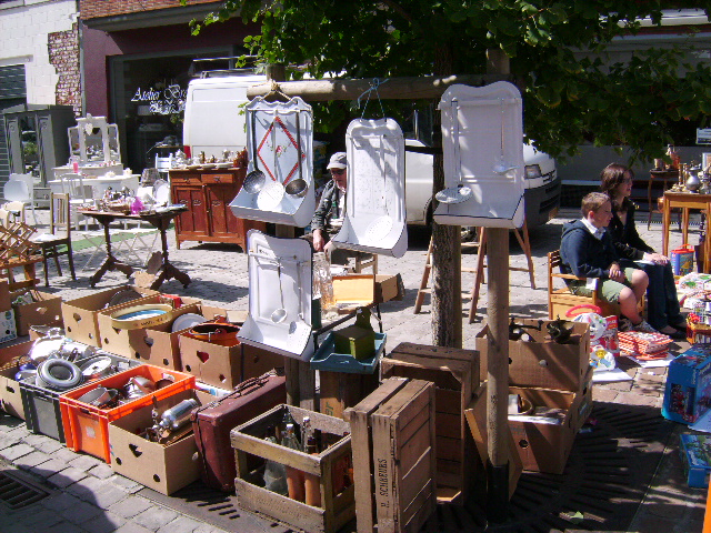 ** Past Time Childhood **: Antiek Markt Tongeren
