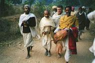 ¡Gurudeva y su Guru Sri Prana Krishna Das Babaji en Kirtan por India!