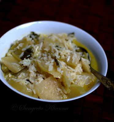 knol khol, kohlrabi or ganth gobi...two soupy Kashmiri style curry with it..