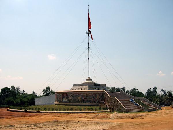 Bandera en el puente sobre el rio Ben Hai