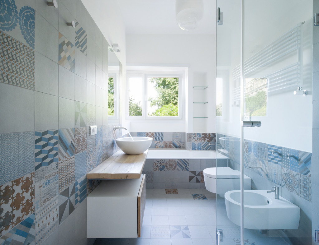 Focus on bathroom tiles blog arredamento - Piastrelle bagno cementine ...