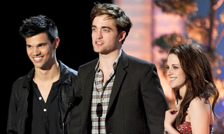 kristen stewart and robert pattinson kissing in real life. Rumoured real-life couple