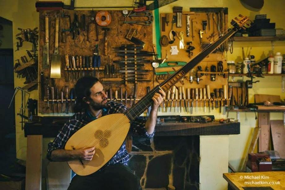 Matias Crom , Luthier.
