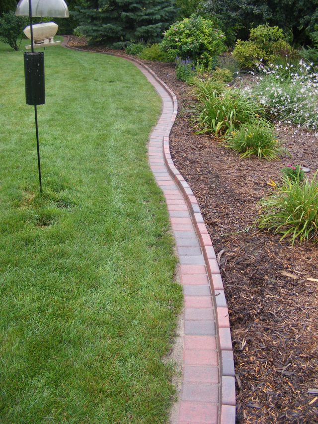 Brick driveway image brick edging for Landscaping bricks
