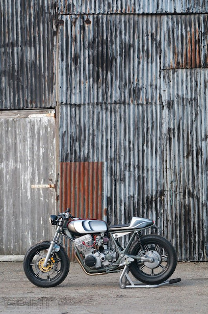 CUSTOM-MOTORCYCLE-www.hydro-carbons.blogspot.com-CAFE-RACER -SPIRIT 7 -YAMAHA -XS750-1