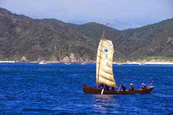 sabani boat, sail up