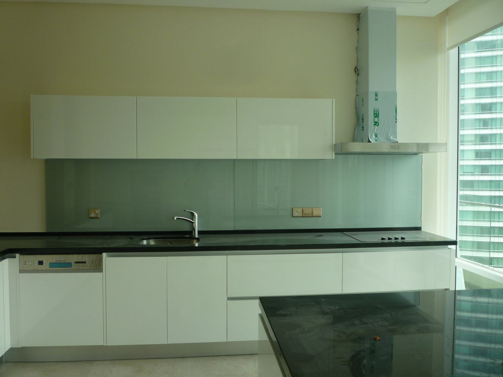 Nova kitchen deco sdn bhd kitchen cabinet in spray paint for Spray painting kitchen cabinets