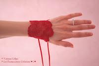 bracelet en dentelle rouge de calais et menottes sexy pour jeux érotique et coquins