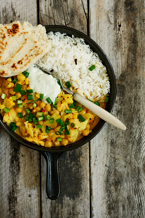 Curry z kalafiorem i ananasem