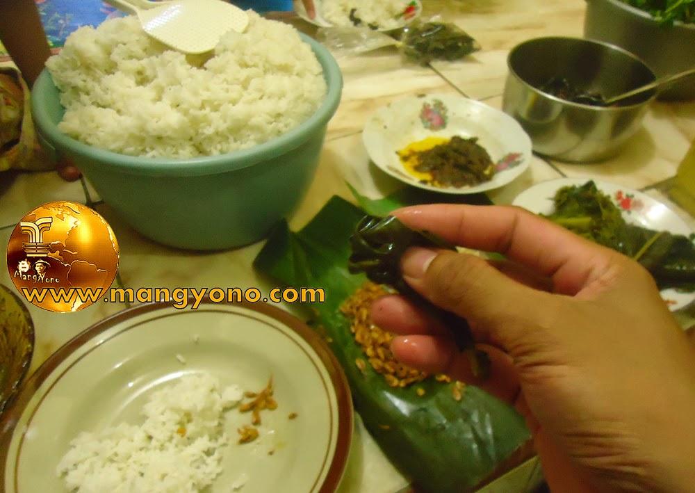 Enak dan nikmatnya Rebusan daun mengkudu dibuat lalapan