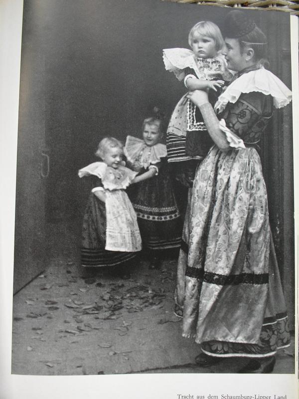 Немецкий народный костюм дети