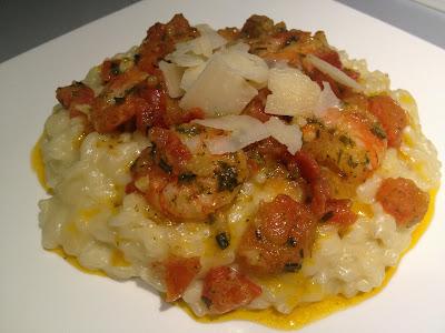 Risotto au parmesan, crevettes sauce tomate légèrement épicée