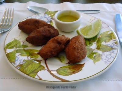 Bistrot Du Vin: Bolinho de Peixe ao Molho Vinagrete Picante